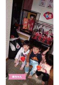 投稿者様:小坂田様 タイトル:★にぎやかな桃の節句★  投稿者様コメント:こんなに家族が増えるとは思っていなかったけど、お父さん・お母さんはとっても幸せです♪みんな仲良く、兄弟姉妹助け合って元気に育ってね!!いつもありがとう☆★