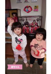投稿者様:小坂田様 タイトル:☆可愛いひな祭り☆  投稿者様コメント:元気にハーイ!年子の姉妹☆わが家の姫たちです★これからも仲良くね♪